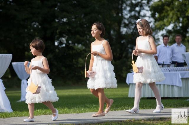 Ceremonia flowergirls, wesele Alicja w Krainie Czarów